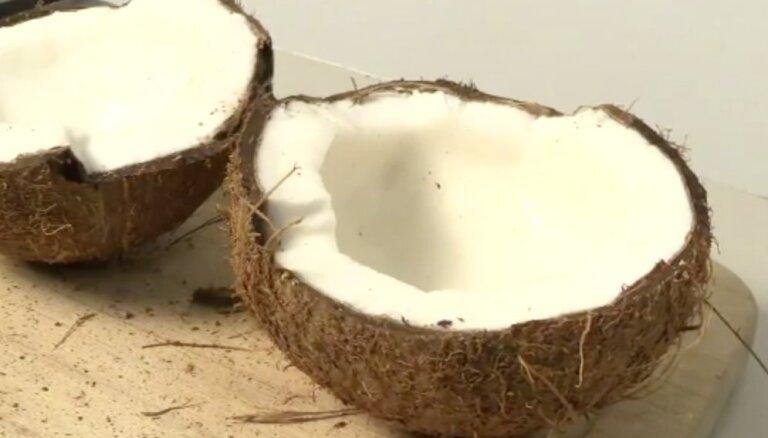 ВИДЕОХИТРОСТЬ: Как открыть кокос в домашних условиях