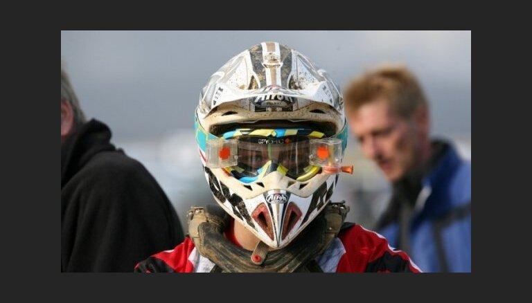 Bakss ar Stupeli uzvar Cēsīs notiekošā PČ posma motokrosā ar blakusvāģiem pirmajā braucienā