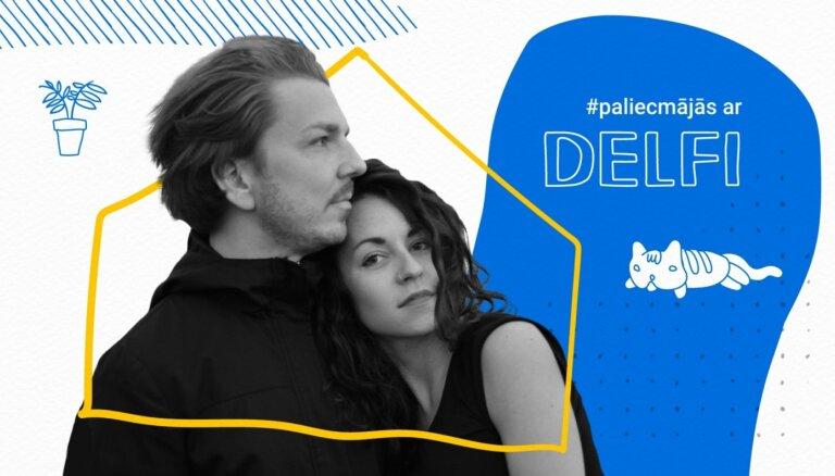 Kristīne Pāže un Didzis Bardo muzicē raidījumā '#PaliecMājās ar Delfi'. Ieraksts
