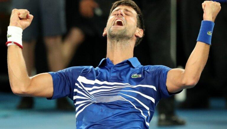 Džokovičs grandu duelī uzvar Nadalu un izcīna savu piecpadsmito 'Grand Slam' titulu
