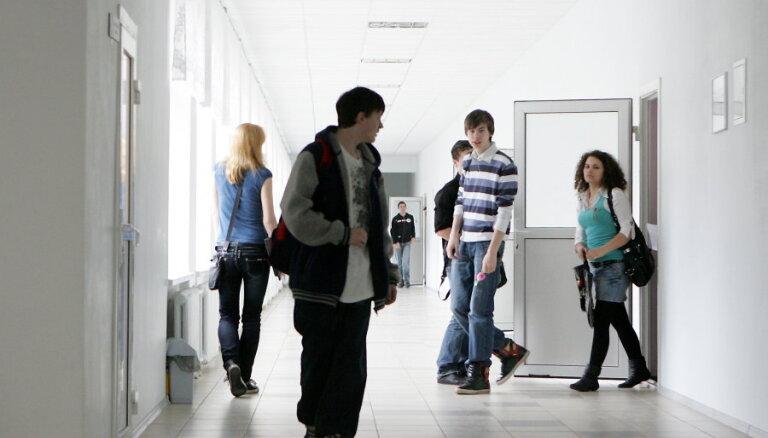 Aizvadītajā mācību gadā Latvijas skolās mācījušies 492 skolēni, kuri atgriezušies no ārvalstīm