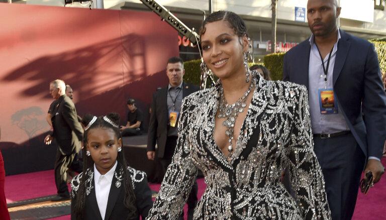 Bejonsa kopā ar meitu žilbina 'Karalis Lauva' pirmizrādē