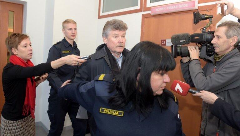Tiesa patur apcietinājumā bijušo 'Rīgas satiksmes' priekšnieku Bemhenu