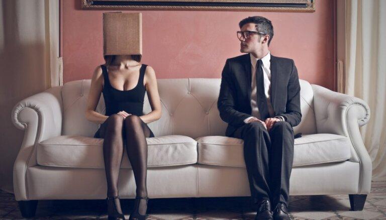 'Vīri mīliet savas sievas, un sievas esiet paklausīgas' - diskusijā par sieviešu vienlīdzību pie kopsaucēja netiek