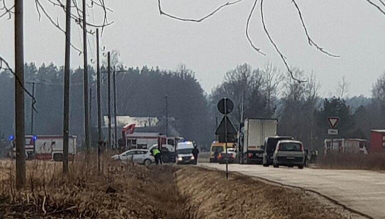 Авария под Ригой: пятеро пострадавших, частично блокировано движение