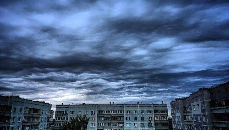 Aculiecinieki iemūžina krāšņās Latvijas debesis pirms negaisa