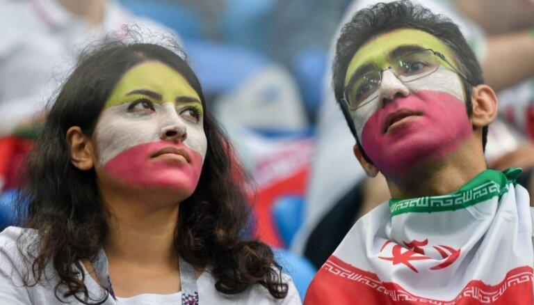 ФОТО: Иранские девушки пришли без хиджабов на футбол в Санкт-Петербурге