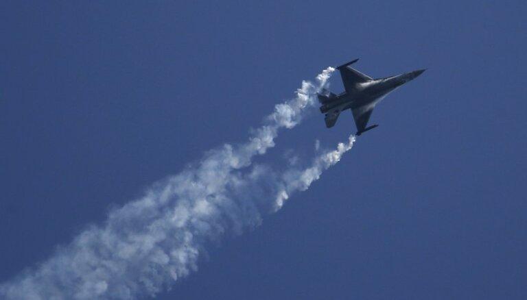 Indija nenotrieca Pakistānas 'F-16', raksta žurnāls