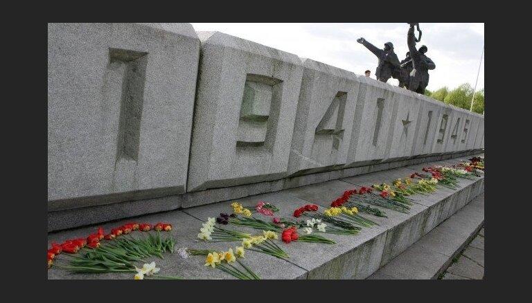 В защиту памятника Победы в Риге собрано свыше 17 000 подписей