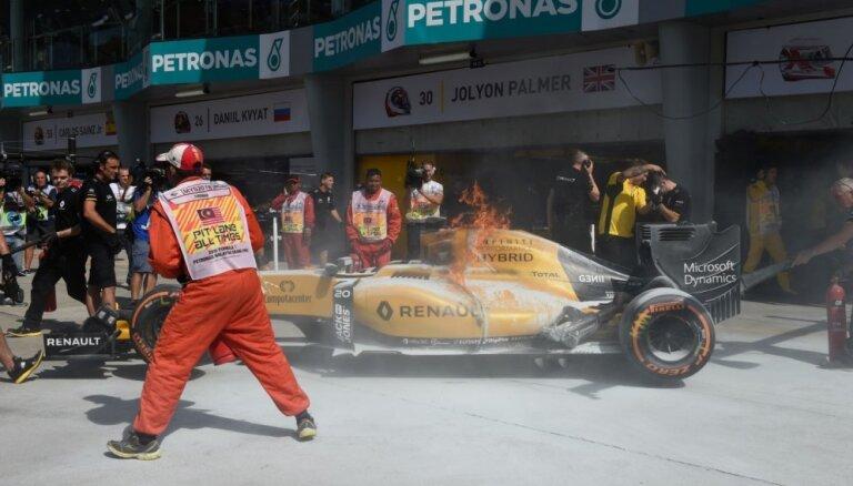 Malaizijas 'Grand Prix' treniņos aizdegas Magnusena bolīds