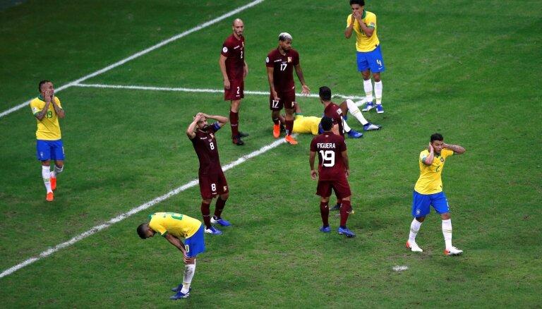 Brazīlijas futbola izlasei neieskaita trīs vārtus 'Copa America' cīņā pret Venecuēlu