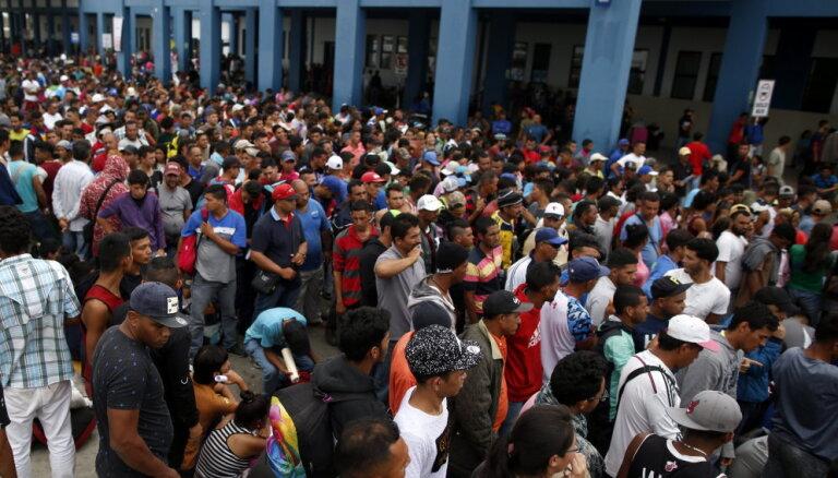 Uz Kolumbiju šogad evakuējušies jau vairāk nekā miljons venecuēliešu