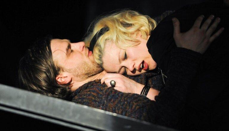 Foto: Nacionālajā teātrī tapis 'Idiota' iestudējums; pirmizrāde pārcelta