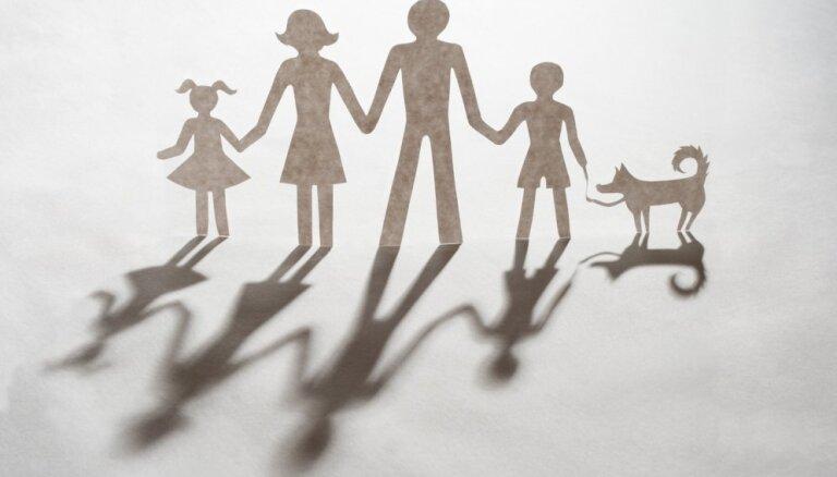 Pērn sarukusi bērnu adopcija uz ārzemēm; pieaudzis viesģimeņu skaits Rīgā