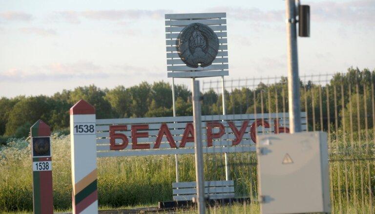 Нелегальные мигранты сотнями идут в Литву: пограничникам пришлось применить газ и оружие