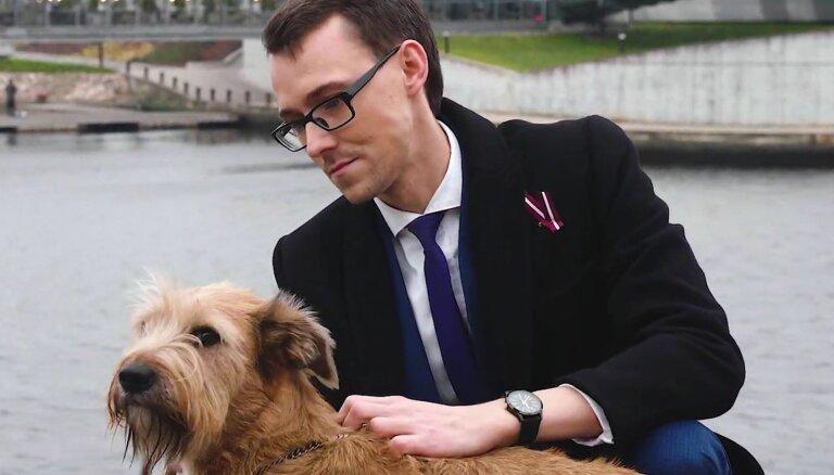 Video: Palīdzot dzīvniekiem, doktors Armands Vekšins tur rūpi arī par cilvēku veselību