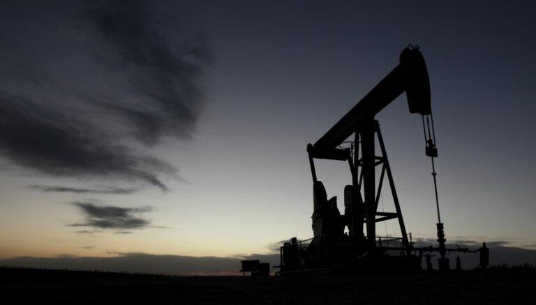 """Нефть пробила отметку в $77 на фоне выхода США из """"ядерной сделки"""""""