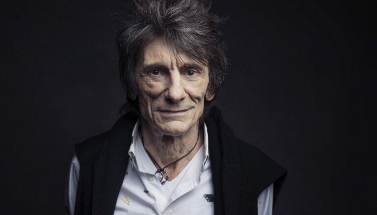 Leģendārās grupas 'The Rolling Stones' ģitārists pārcietis vēzi