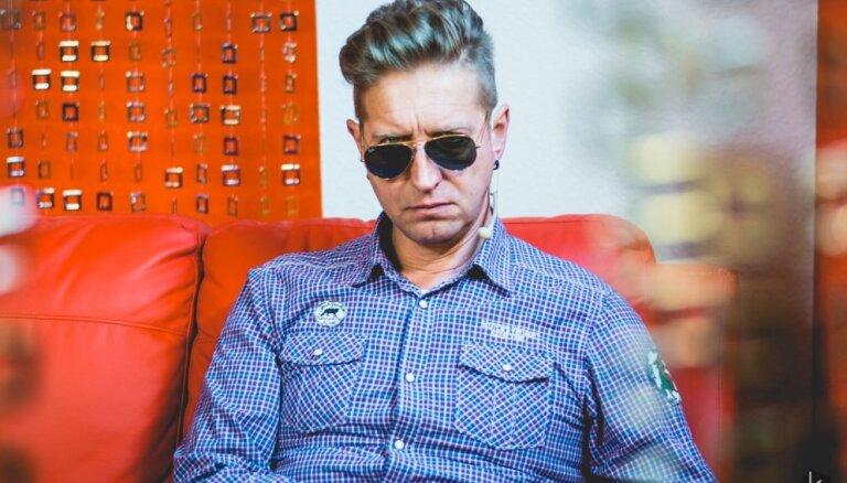 Modes mākslinieks Dāvids pārsteidz ar izskata izmaiņām