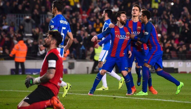 """ВИДЕО: Пенальти на 90-й минуте спас """"Барселону"""" от потери очков, у """"Реала"""" поправился Бэйл"""