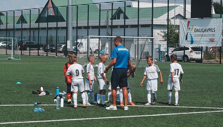 Trīs futbola klanu 'karošana'. Kas notiks ar bērnu un jauniešu futbolu Daugavpilī?