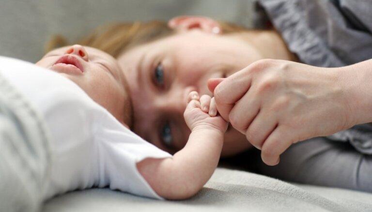Līdzekļu taupīšanas nolūkos jaundzimušos no dzemdību iestādes mājās varētu laist ātrāk