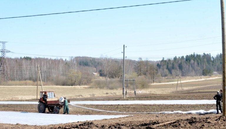 Aizdevumos lauksaimniecības zemes iegādei jau izsniegti 6,2 miljoni latu