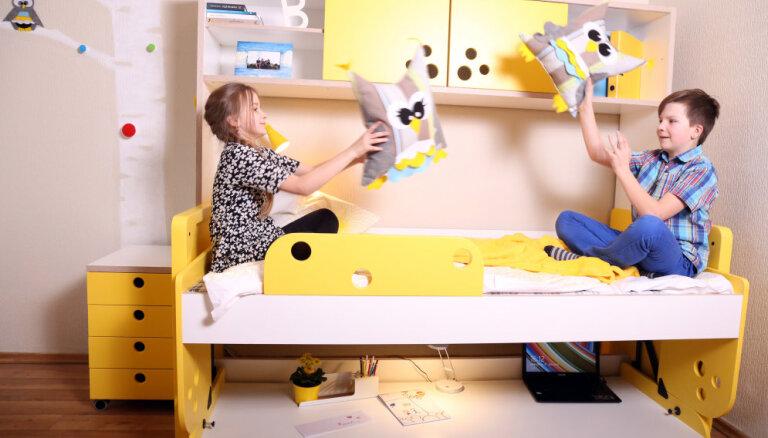 Foto: Latvijā ražota transformējamā bērnistabas mēbele gulta-galds