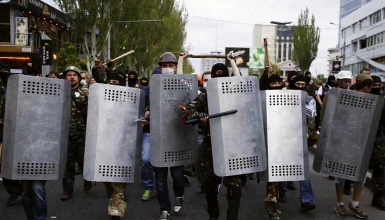 """МО Украины: участники АТО получат бронежилеты и """"надбавки"""""""