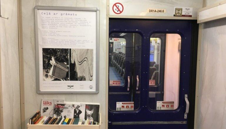 Projektā 'Ceļā ar grāmatu' atklāta pirmā lasītava vilcienā