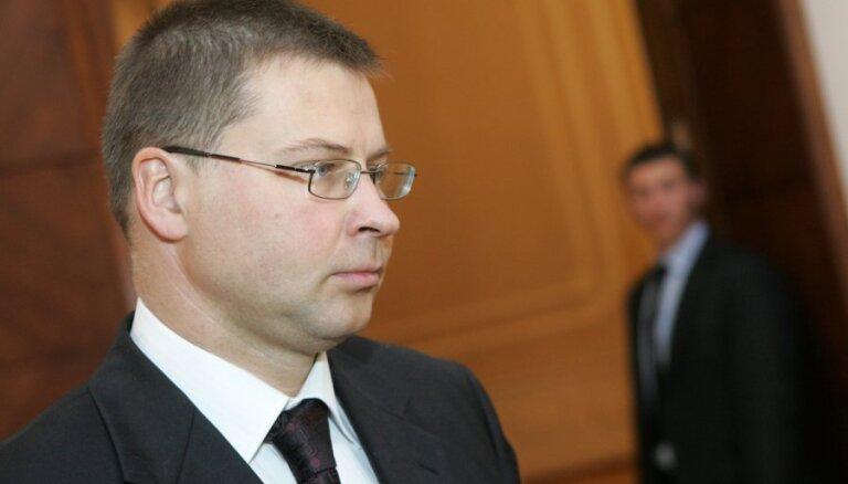 Dombrovskis: CVK jāvērtē, vai vispār vākt parakstus referendumam par pilsonību visiem nepilsoņiem