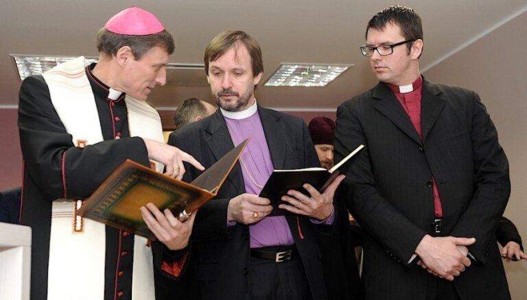 Nožēlojami, ka baznīcas 'sadevušās rokās' tieši Stambulas konvencijas jautājumā, pauž teoloģe