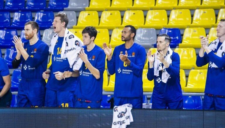 Covid-19: Rolands Šmits un 'Barcelona' komanda pārtrauc treniņus