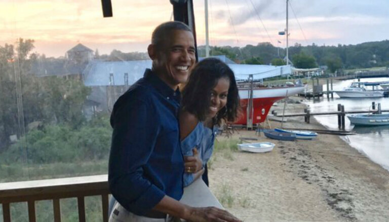 Romantiski foto: Obamu pāris svin 27. kāzu jubileju