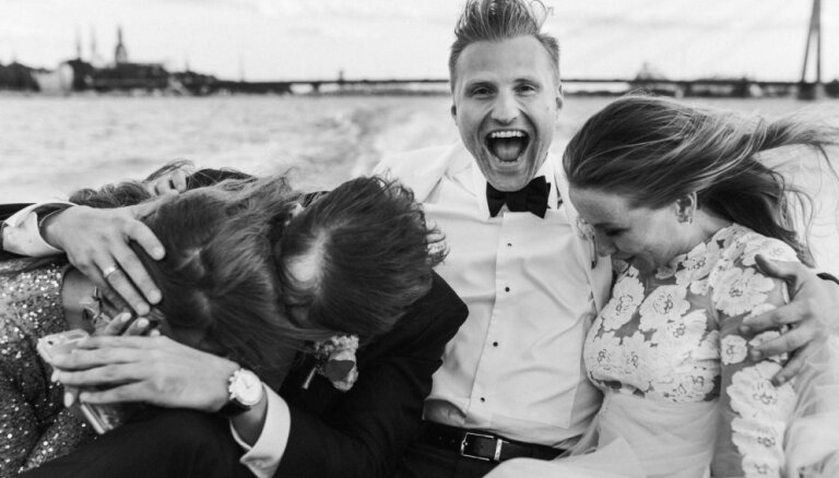 Aizvadītā gada skaistākie Latvijas kāzu fotogrāfu iemūžinātie mirkļi