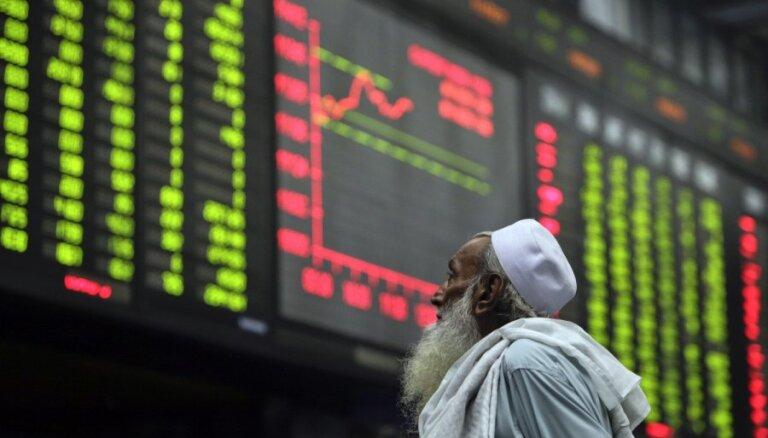 Pasaules akciju cenas krītas jaunā koronavīrusa globālas pandēmijas apstākļos
