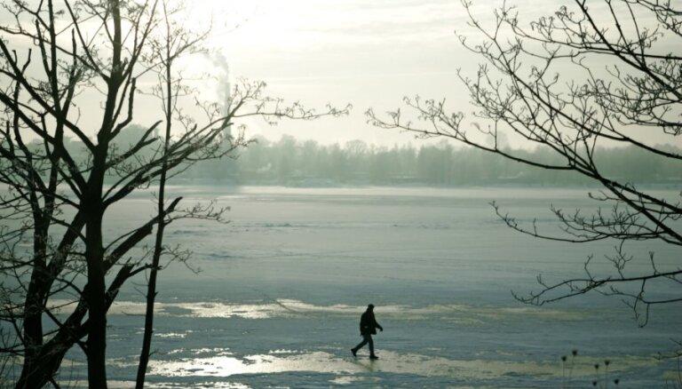 Glābēji aicina neaizmirst par drošību un nekāpt uz ūdenstilpju ledus