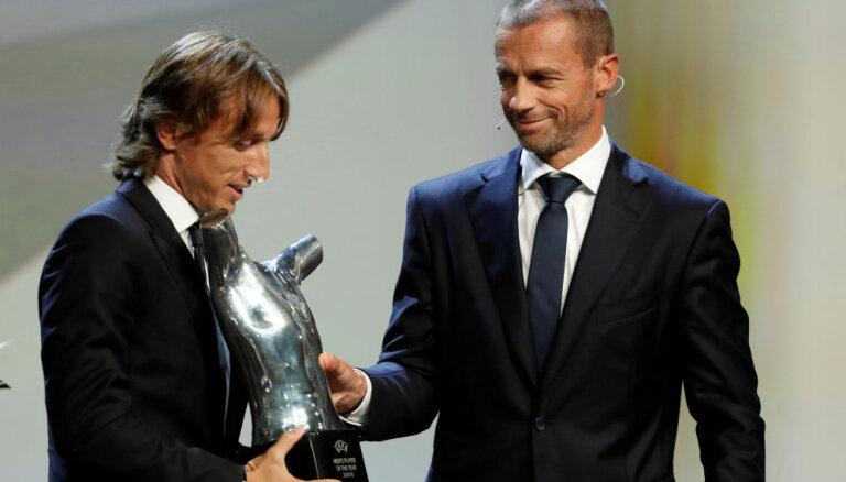 Модрич опередил Роналду в споре за награду лучшему футболисту года по версии УЕФА
