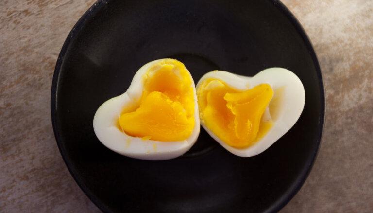 ВИДЕОХИТРОСТЬ: Вареное яйцо в форме сердечка