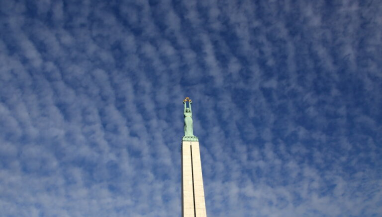 Pāvesta Franciska vizītes laikā ierobežos kustību Vecrīgā un pie Brīvības pieminekļa