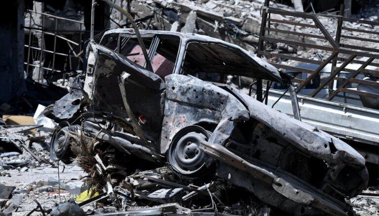 Uzlidojumā Deir ez Zoras provincē miruši 28 mierīgie iedzīvotāji
