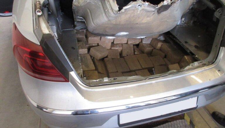 Grebņevā notver Krievijas pilsoņa auto ar hašiša rekordkravu