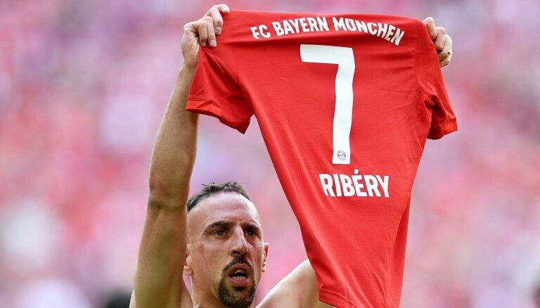 'Bayern' leģenda Riberī atradis jaunu klubu un pievienosies 'Fiorentina'