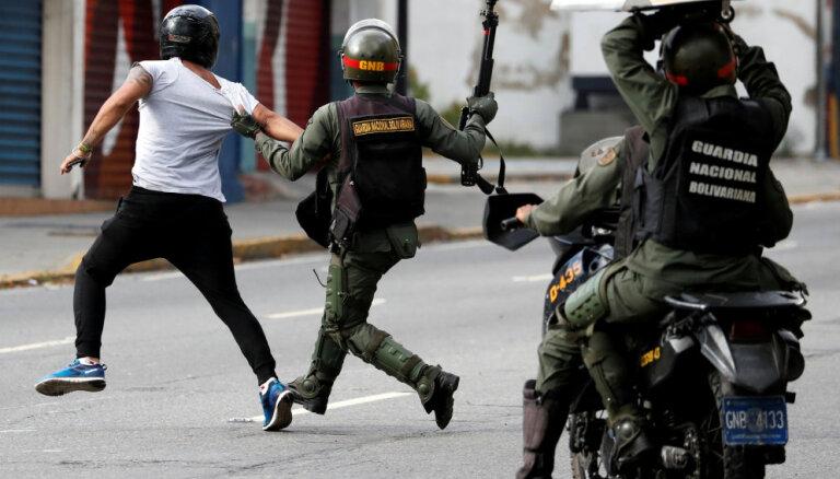 Venecuēlā šonedēļ aizturēti jau vairāk nekā 350 protestētāji