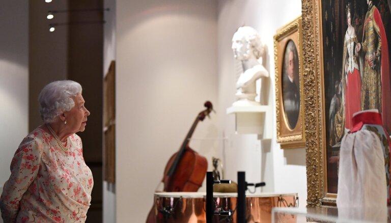 ФОТО: В Лондоне открылась выставка к 200-летию со дня рождения королевы Виктории