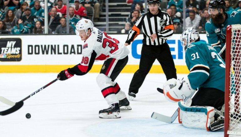 Deviņi Latvijas hokejisti lies sviedrus NHL komandu pirmssezonas treniņos