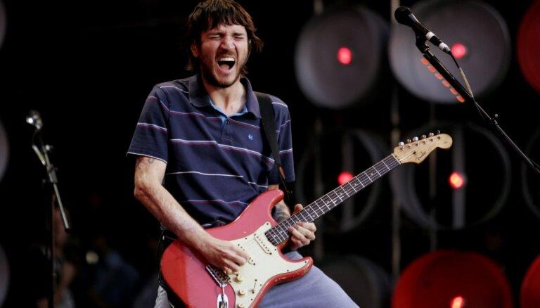 Grupā 'Red Hot Chili Peppers' atgriežas ģitārists Džons Frušante
