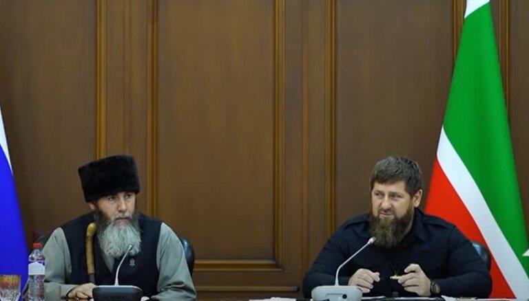 Kadirovs pieprasa 100% pieaugušo vakcināciju; nevakcinētajiem būs liegti veikali un mošejas