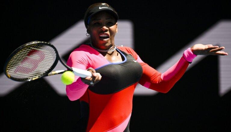 'Australian Open': Serēna Viljamsa atspēlē Potapovas setbumbas un sasniedz nākamo kārtu