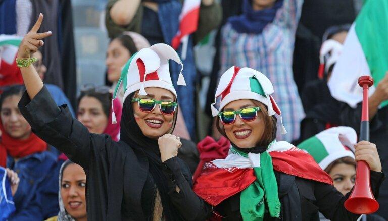 ФОТО: Иранских женщин впервые за 40 лет пустили на футбол. И сразу 14:0